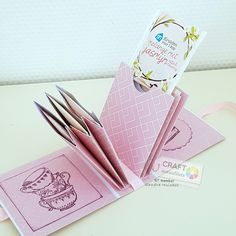 Bling Bling, Mini Albums, Container, Paper Crafts, Snail Mail, Nice Things, Scrapbooking, Diy Gifts, Paper Board
