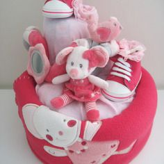 Gateau de couches fille rose