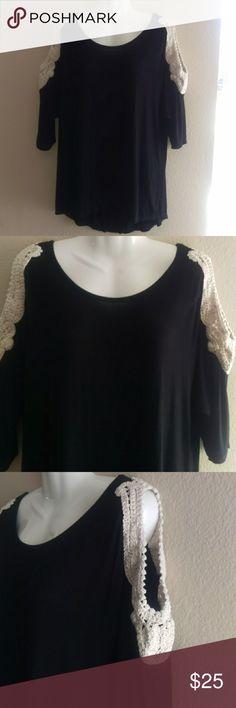 Rue 21 cold shoulder black top blouse Rue 21 cold shoulder black top blouse size medium Rue 21 Tops