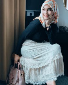 Hijab Teen, Girl Hijab, Muslim Women Fashion, Womens Fashion, Beautiful Hijab Girl, Happy Week End, Asian Model Girl, Hijab Look, Muslim Beauty