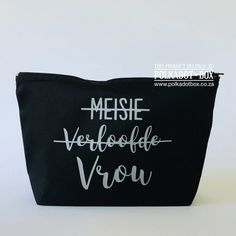 Buy these Vrou Make Up bag as lovely gifts for your bridal party. Heat Press Vinyl, Blush Roses, Compact Mirror, Maid Of Honor, Mother Of The Bride, Lip Balm, Polka Dots, Make Up, Bridal