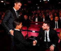 Ronaldo and Messi at the 2017 Best FIFA Football Awards Football Awards, Fifa Football, Football Fans, Lionel Messi, Messi 10, Cristiano Ronaldo Junior, Messi And Ronaldo, Real Madrid, Juventus Fc