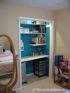 Closet Office... I just think this is cool