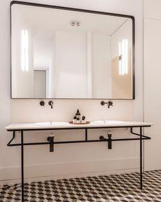 Ventura Estudio Creates Elegant Showroom-Home in a Historic Building - InteriorZine Bathroom Vanity Trends, Bathroom Vanity, Bathroom Styling, Minimalist Bathroom, Bathrooms Remodel, Rustic Bathroom Designs, Bathroom Design Luxury, Bathroom Design, Contemporary Bathroom