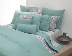 The beautiful and smooth bedding design comes from Donna Karan, this is a luxury bedding design idea that elegant and comfortable to use. Luxury bedding coated by high quality of soft cotton, this bedding has a retail price of approximately $ 49.99 – $ 249.99.