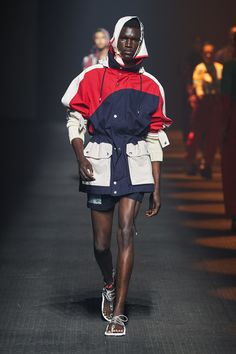 See all the Collection photos from Kenzo Spring/Summer 2020 Ready-To-Wear now on British Vogue Men's Fashion, Trend Fashion, Sport Fashion, Fashion 2020, Fashion Photo, Hiking Fashion, Fashion Styles, Kenzo, Vogue Paris