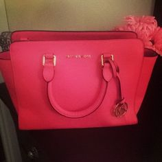 Michael Kors Handbags #Michael #Kors #Handbags I love the pink