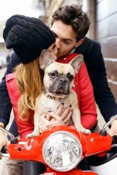 This is exactly my definition of a perfect life: adorable husband, perfect hair, french bulldog, vespa Retro Roller, Photos With Dog, The Blonde Salad, Love French, French Kiss, Jolie Photo, Engagement Pictures, Fall Engagement, Engagement Session