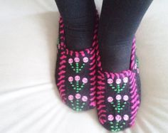 Handmade Women Slippers Turkish Knitted slippers Authentic footwear Stylish foot warm Traditional Socks Black, Purple, White, Green. These are