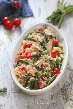 Salata de orez cu ton Lotka detaliu Healthy Salad Recipes, Keto Recipes, Cooking Recipes, Vegan Foods, I Foods, Tasty, Yummy Food, Pasta Salad, Food And Drink