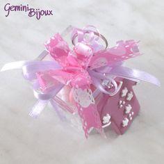 Bomboniera battesimo o comunione femmina, scatola in plexiglass con portachiavi in fimo fatto a mano e confetti, by Gemini Jewels, 5,00 € su misshobby.com