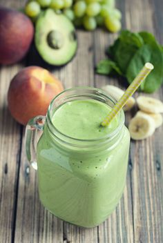 This Banana Peach Green Smoothie will have you wanting all the leafy goodness! #smoothielife