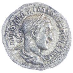 Maximinus Thrax Denar, Av: IMP MAXIMINVS PIVS AVG belorbeerte Büste im Küraß nach rechts, Rv: VICTORIA AVG Viktoria mit Kranz und Palmzweig eilt nach rechts