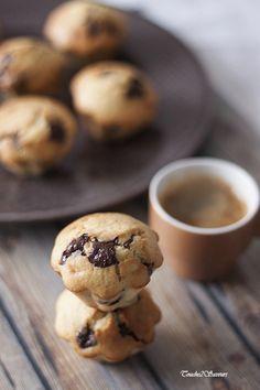 apparemment comme chez Mc Do...je dis apparemment parce que je n'y ai jamais goûté ! Tout ce que je peux vous dire c'est que c'est gourmand, très gourmand...pâte à tartiner et pépites de chocolat réunis dans un gâteau type muffin. A dévorer tout juste... Mc Do, Biscuits, Dire, Beignets, Saveur, Macarons, Tea Party, Muffins, Cookies