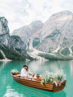 A breathtaking elopement shoot at Lake Braies in the Dolomites | Italy Elopement - GÉRALDINE LEBLANC PHOTOGRAPHY | Magnolia Rouge: Fine Art Wedding Blog | Romantic Wedding Photos | Wedding Elopements | Nature Wedding
