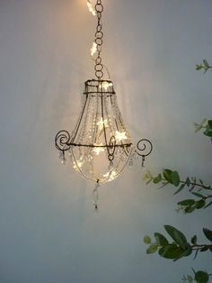 Looking for an idea to change the decoration of your living room? Wire Crafts, Diy And Crafts, Wire Chandelier, Art Fil, Wire Art Sculpture, Wire Trees, Lampshades, Wind Chimes, Diy Home Decor