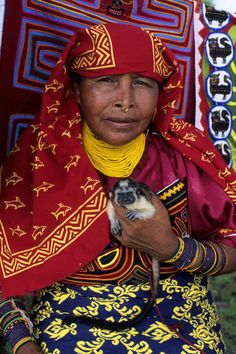 Panama | Kuna Indian Woman with Pet Marmoset (Monkey). Nia Tupu Island, San Blas Islands | © Wolfgang Kaehler
