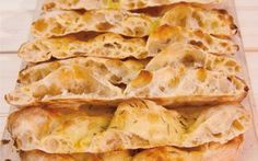 Scrocchiarella pizza recipe- Ricetta della pizza scrocchiarella The recipe of the Roman scrocchiarella pizza, in pan, crunchy and very good. One of the classic street food of Rome to prepare at home, for a snack or for a quick dinner in front of the TV.