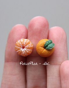 Tangerine Earrings, Miniature Clementine Fruit Jewelry for Fruit Lovers ======= = = = ● fruit = cm ● Material = polymer clay, studs: titanium Cute Polymer Clay, Cute Clay, Polymer Clay Miniatures, Polymer Clay Charms, Mini Choses, Fimo Kawaii, Mini Craft, Miniature Crafts, Miniature Food