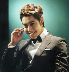 Kim Hyun Joong <3L<3O<3V<3E<3