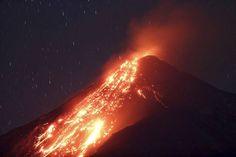 Laava virtasi vuorenrinnettä pitkin myös huhtikuun alussa.
