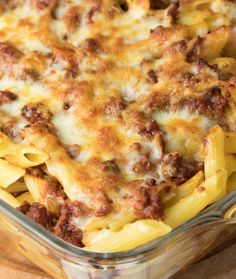 Quick Baked Cheesy Chili Mac – Page 2 – Gazelle Mac And Cheese Casserole, Chili Mac And Cheese, Easy Casserole Recipes, Macaroni Casserole, Casserole Ideas, Casserole Dishes, Beef Dishes, Pasta Dishes, Food Dishes