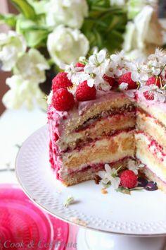 Cook & Celebrate: Tort Malinowy przekładany kremem z białej czekolad...