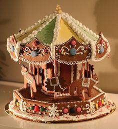 Pepparkakskarusell, pepparkakshus karusell, gingerbread house, pepparkakor, kristyrdekoration, polkagrisar