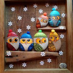 Best DIY Christmas Painting Rocks Design (72)