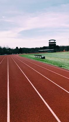 Track Pictures, Sports Pictures, Running Track, Track Workout, Cross County, Pista, Running Motivation, How To Run Faster, Track And Field