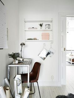 20 Ways to Spice Up Any White Wall in Your Home   StyleCaster Home Office Space, Home Office Design, Home Office Decor, Modern House Design, Office Designs, Office Ideas, Design Scandinavian, Scandinavian Apartment, String Regal