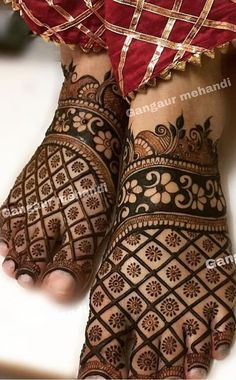 Best 11 Mehndi henna designs are always searchable by Pakistani women and girls. Women, girls and also kids apply henna on their hands, feet and also on neck to look more gorgeous and traditional. Henna Hand Designs, Mehndi Designs Finger, Mehndi Designs Feet, Legs Mehndi Design, Mehndi Designs For Girls, Mehndi Designs 2018, Stylish Mehndi Designs, Mehndi Design Photos, Floral Henna Designs