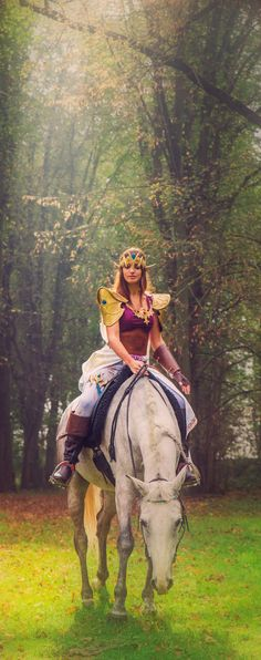 Wow! This Stunning Princess Zelda, by Nuna Cosplay, is my new favorite.