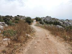 El Torcal de Antequera - Hay un pequeño camino que hay que recorrer a pie.