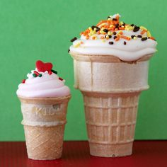 showing the two different sizes to make the ice-cream cone cupcakes.