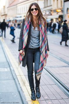 Women s winter fashion popular accessoires, how to wear plaid scarf, street style, ulična moda