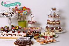 Candy bar pentru botez Candy Table, Place Cards, Place Card Holders, Sweets, Bar, Desserts, Food, Sweet, Tailgate Desserts