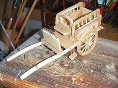 """Je suis en train de fabriquer ma première charrette 2012 et la pluie va me permettre de bricoler dans l atelier . C est une """"jardinière"""" véhicule utilisé pour la promenade et qui pouvait transporter deux personnes afin de se rendre en ville. J ai un peu..."""