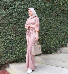 Hijab Fashion Summer, Street Hijab Fashion, Abaya Fashion, Muslim Fashion, Skirt Fashion, Fashion Dresses, Modest Fashion, Casual Hijab Outfit, Ootd Hijab