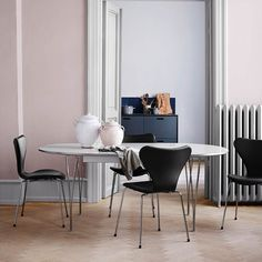Buy the Fritz Hansen Table Series Super Elliptical Oval Table by Piet Hein Bruno Mathsson Arne Jacobsen at Olson and Baker 4 Seater Dining Table, Extendable Dining Table, Upholstered Dining Chairs, Dining Room Table, Fritz Hansen, Arne Jacobsen, Dining Room Inspiration, Interior Design Inspiration, Eames