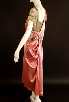 Evening dress from c.1914 in pink silk and gold lace.
