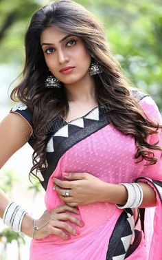Very v super glamour Beautiful Girl Indian, Beautiful Girl Image, Beautiful Saree, Beautiful Indian Actress, Beautiful Actresses, Most Beautiful Women, India Beauty, Asian Beauty, Beautiful Bollywood Actress