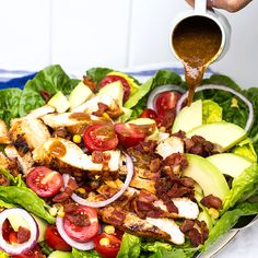 Kyllingsalat med avokado og bacon (407 kcal) | EXTRA  - Greek Salad Pasta, Norwegian Food, Pasta Salad Recipes, Recipes From Heaven, Food Inspiration, Bacon, Clean Eating, Food And Drink, Yummy Food