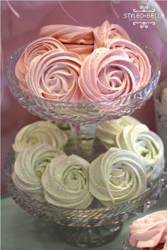 pretty meringues can you say I'll be making these for my next tea