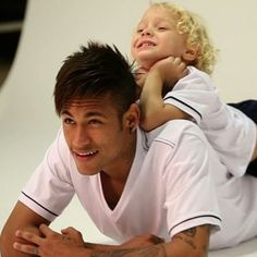 Neymar and davi lucca❤️ Neymar Jr, Good Soccer Players, Football Players, Football Poses, Daddy And Son, Bandana Hairstyles, Professional Football, Fc Barcelona, Cristiano Ronaldo