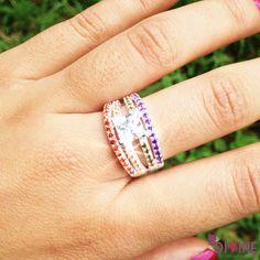 Diamonds in the sky es el anillo perfecto para dale un toque de colo a tu elegancia. Precio: $54.000