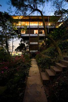 Olga House | Jardim Vitória Régia, São Paulo, Brazil | Marcos Acayaba Arquitetos | photo © Sebastián Crespo