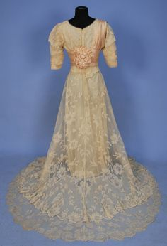 Lace gown, 1906 (back)