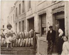 Première fournée de pain après la guerre.