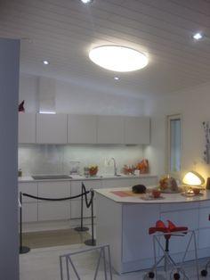 Välitilan tapetti + lasi Track Lighting, Ceiling Lights, Kitchen, Table, Furniture, Home Decor, Cooking, Decoration Home, Room Decor